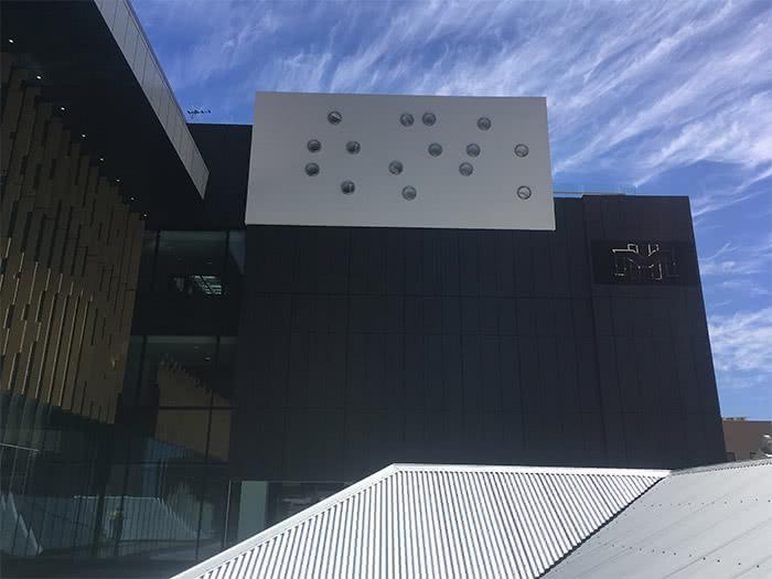 Melbourne Hotel 1 700