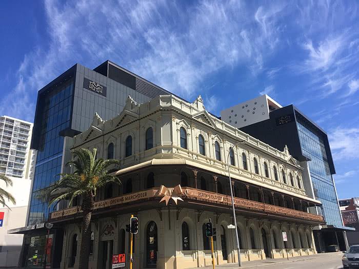 Melbourne Hotel 3 700